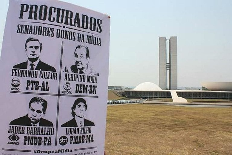 Protesto, em Brasília, contra a concessão de meios de comunicação a políticos