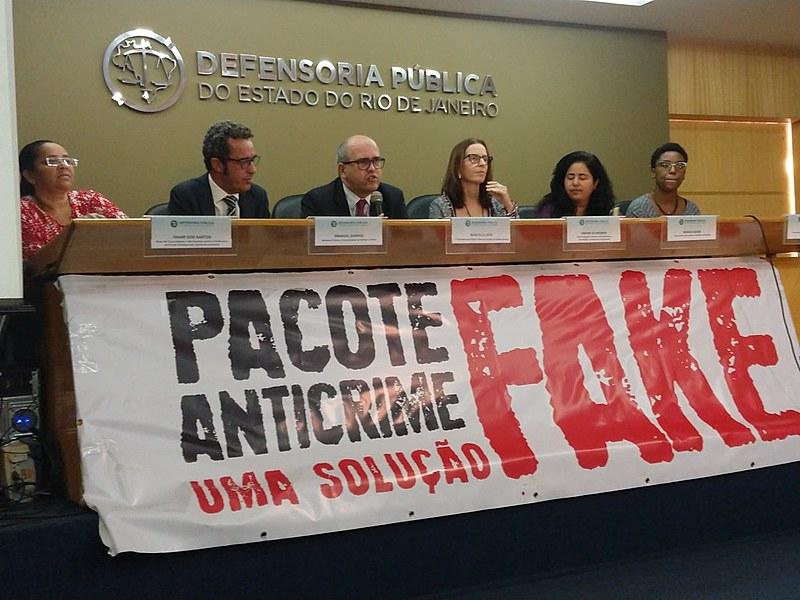 """Lançamento da campanha """"Pacote Anticrime: uma solução Fake"""" no auditório da Defensoria Pública do Estado do Rio de Janeiro"""