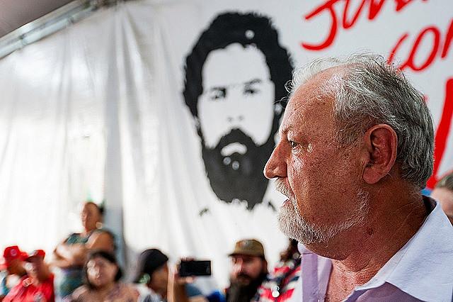 Stedile visitó la Vigilia Lula Libre junto con otros integrantes del Comité Nacional Lula Libre