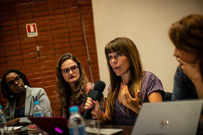 "Adoracion Guamán: ""Neoliberalismo está se desenvolvendo como um modelo que dispensa a democracia"""