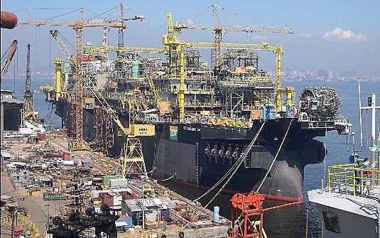 Estaleiros da indústria naval estão sofrendo com as crises econômica e política