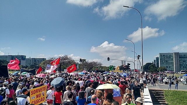 Massive walkout in Brasília on May 15 to protest the education budget cuts announced by the government