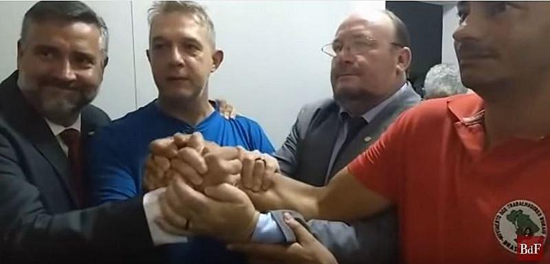 Geógrafo Valdir Misnerovicz (centro), recebeu habeas corpus nesta terça-feira (18), por decisão do STJ, em Brasília