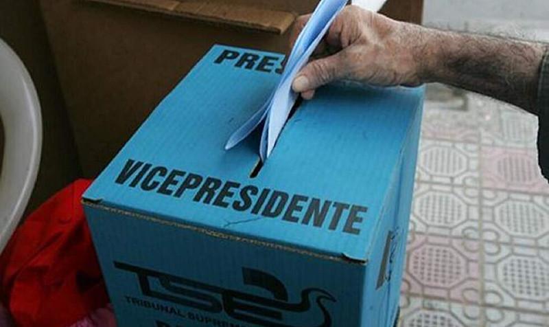 São esperados mais de 5,2 milhões de eleitores nos 1.595 postos de votação em todo o país