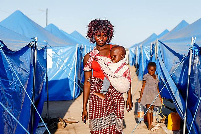 Después del paso del ciclón Idai, que destruyó parte del país, mozambiqueños reinician sus vidas en campamentos temporales