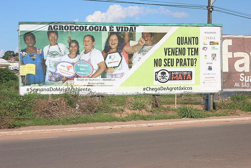 As mulheres da Amabela em outdoors pela cidade de Santarém