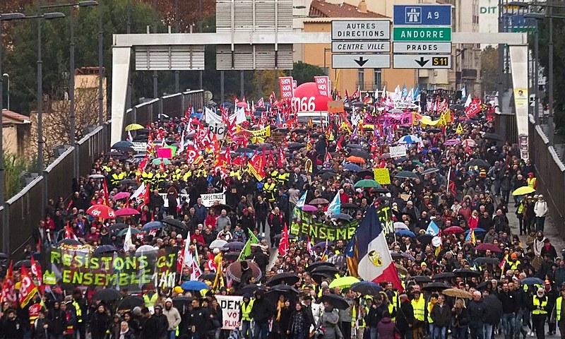 Franceses vão às ruas contra reforma da Previdência