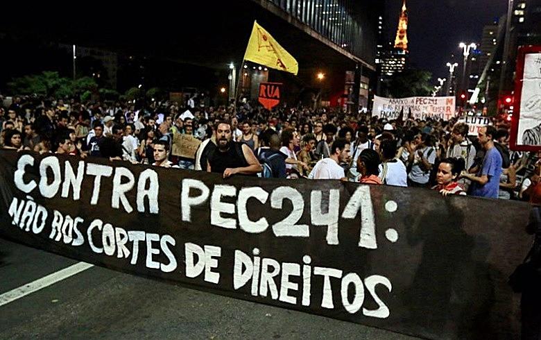 Em todo o país, dezenas de protestos foram realizados contra o congelamento de gastos proposto pelo governo Temer