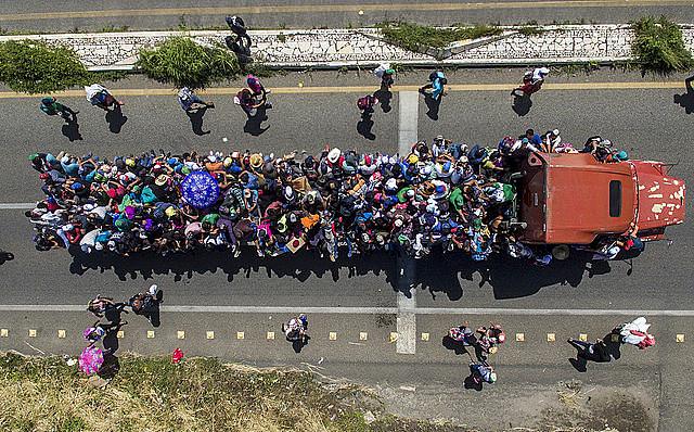 A caravana, formada por famílias com centenas de crianças, teve início em Honduras e chega ao México com 7 mil integrantes