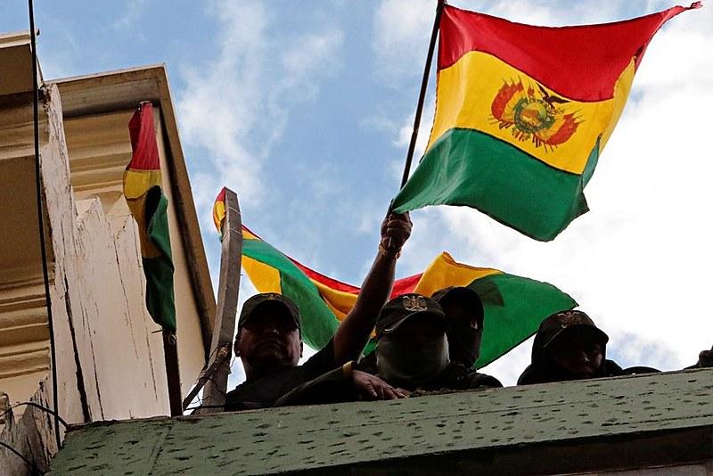 Após comunicado das Forças Armadas exigindo sua renúncia, o presidente Evo Morales anunciou a saída do governo