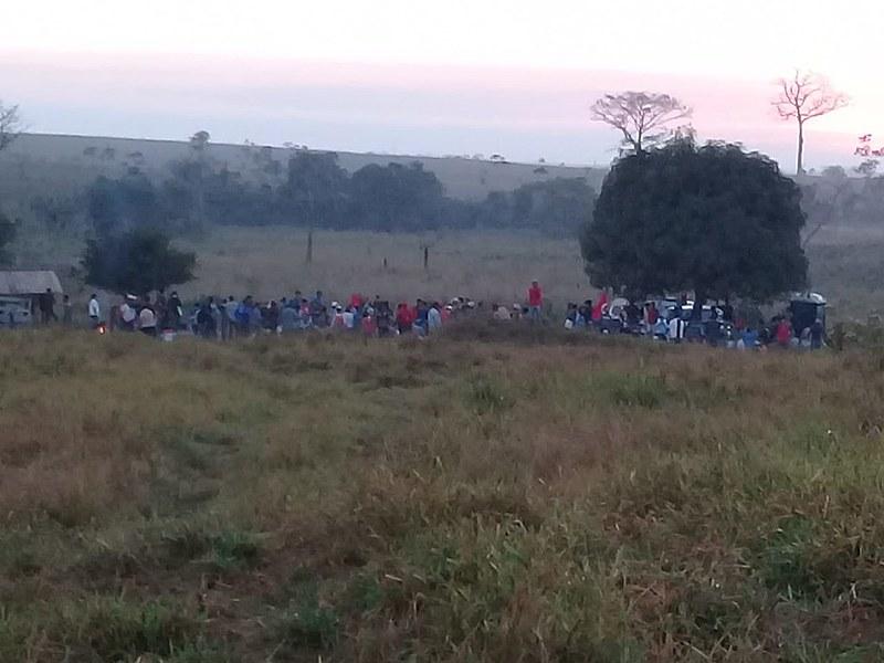 As famílias do acampamento Hugo Chávez estão reocupando fazenda
