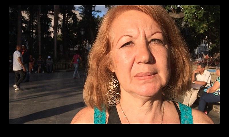 """""""Aqui não há guerra, aqui ninguém está morrendo de fome, aqui ninguém está passando necessidade"""", afirma a funcionária pública Gladys Madrid"""
