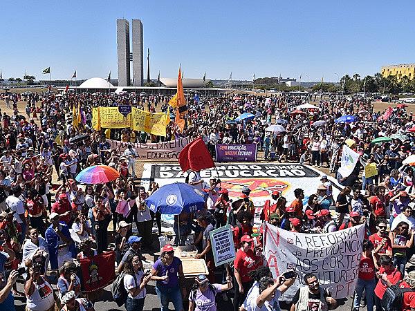 A defesa pela educação pública de qualidade mobilizou milhares de pessoas em todo o país, que protestaram contra o Future-se