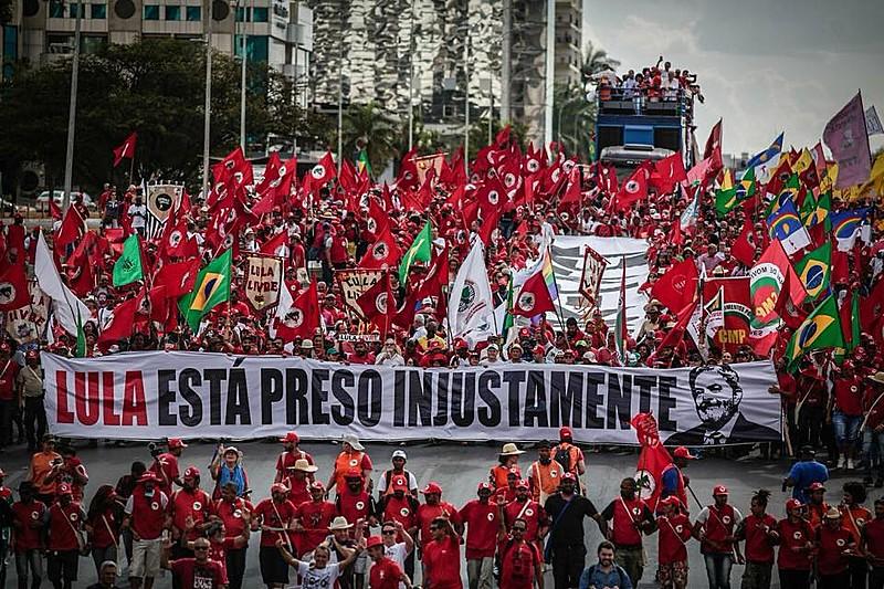 Manifestação contou com integrantes de diversos movimentos populares e sindicais