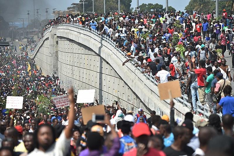 Desde a última quinta (7), milhares de haitianos foram às ruas pedir a renúncia do presidente Jovenel Moïse