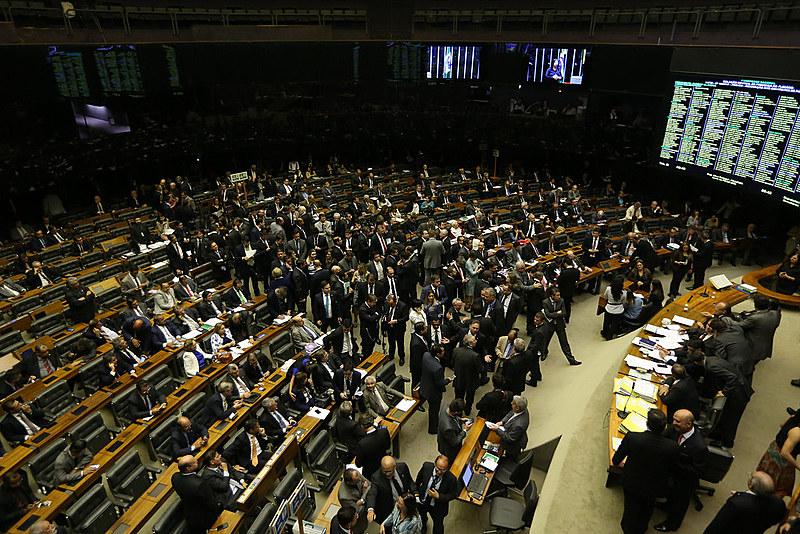 Presidente do Senado, Eunício Oliveira, presidiu sessão do Congresso Nacional para analisar e votar vetos presidenciais