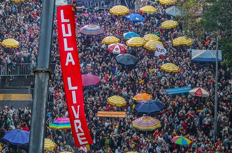 Dezenas de milhares de pessoas participaram da terceira edição do Festival Lula Livre, em defesa da liberdade do ex-presidente