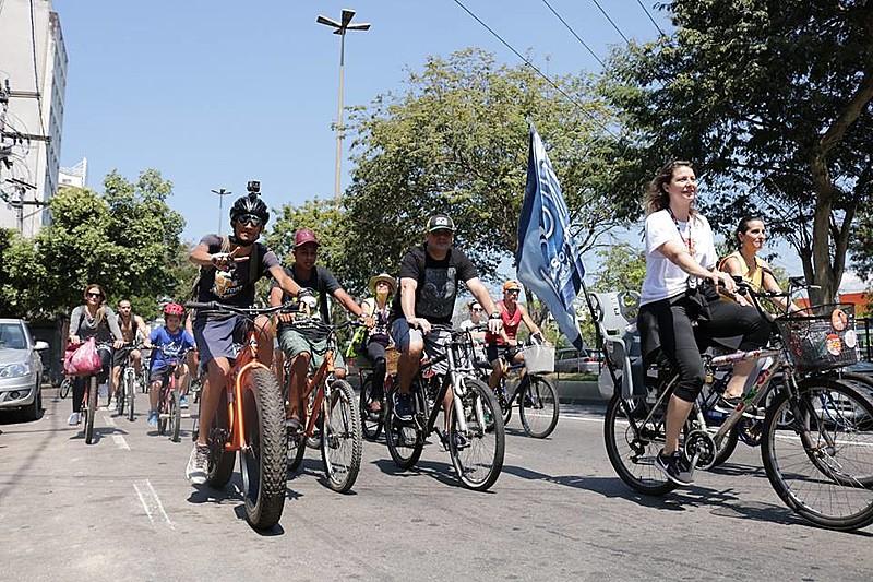Coletivo de Niterói realiza uma série de iniciativas para incentivar o uso da bicicleta e cobrar políticas públicas de mobilidade urbana