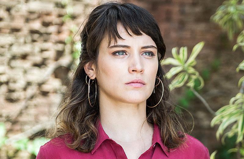 """""""Os anos se passam, Clara consegue se livrar do hospício e volta milionária e triunfante para o Tocantins"""""""