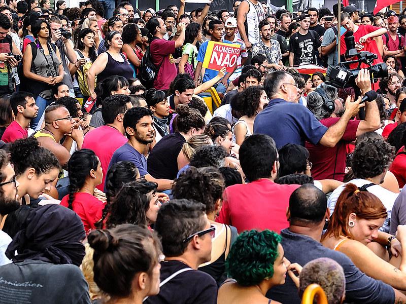 """Manifestação contra o aumento da tarifa de ônibus """"Movimento Passe Livre"""", na Avenida Paulista"""