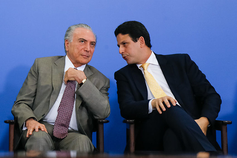 O presidente Michel Temer (à esquerda) e o ministro tucano Bruno Araújo