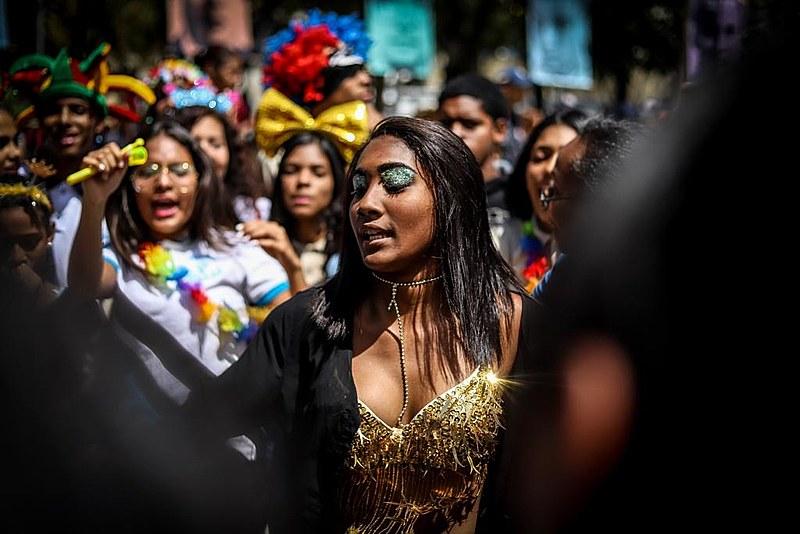 Em 28 de fevereiro, enquanto na fronteira Venezuelana tudo borbulhava, carnaval ocorria normalmente em Caracas