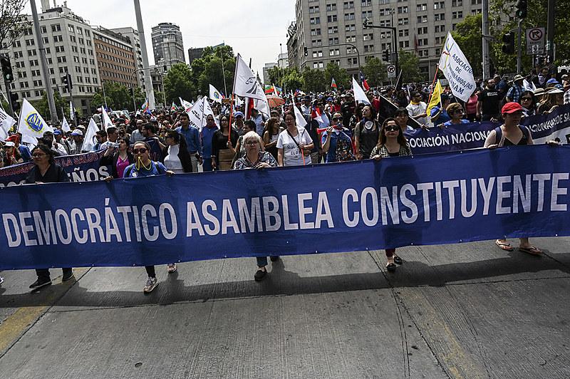 Os protestos se tratam da maior revolta popular da história do Chile, duramente criminalizados e reprimidos pelo governo chileno