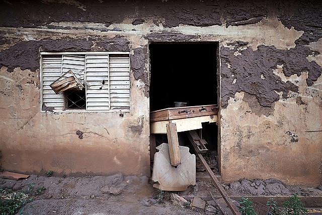 Un establecimiento comercial destruido por el lodo tóxico proveniente de la ruptura de la represa de Samarco, en Minas Gerais