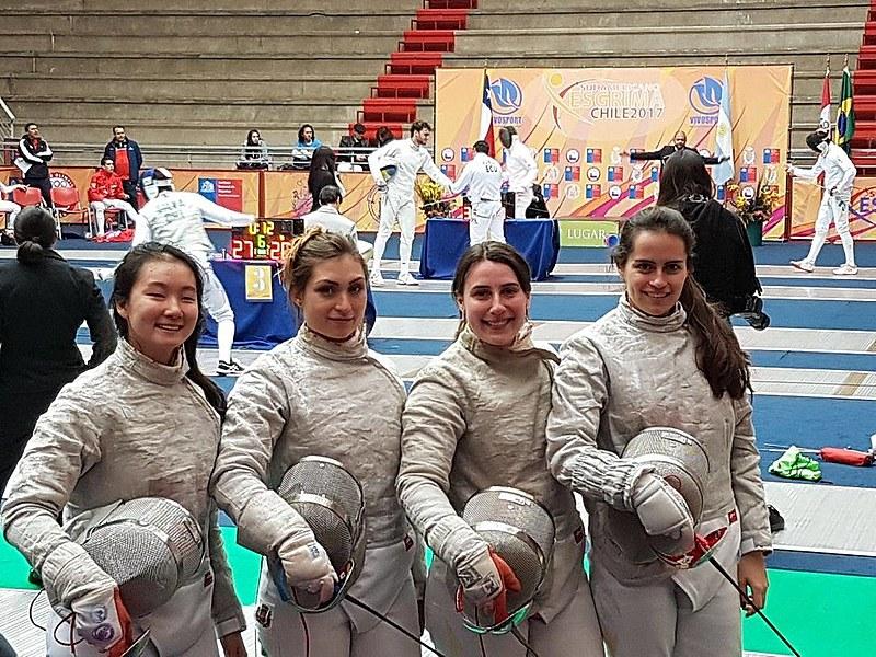 Luiza Lee, Giulia Gasparin, Karina Lakerbai e Stephanie Grosche, beneficiárias do Bolsa Atleta, foram bronze no Sul-Americano de esgrima