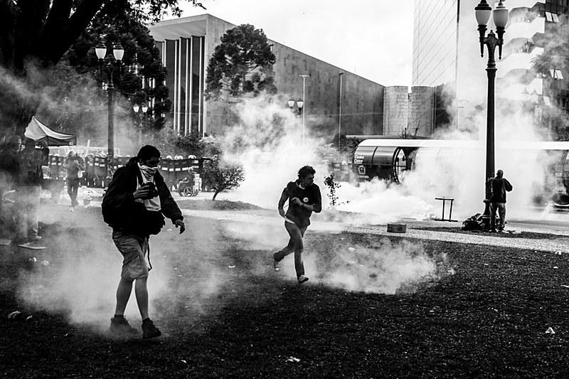 Violência policial motivou ação contra governador Beto Richa e outras cinco pessoas, por improbidade administrativa