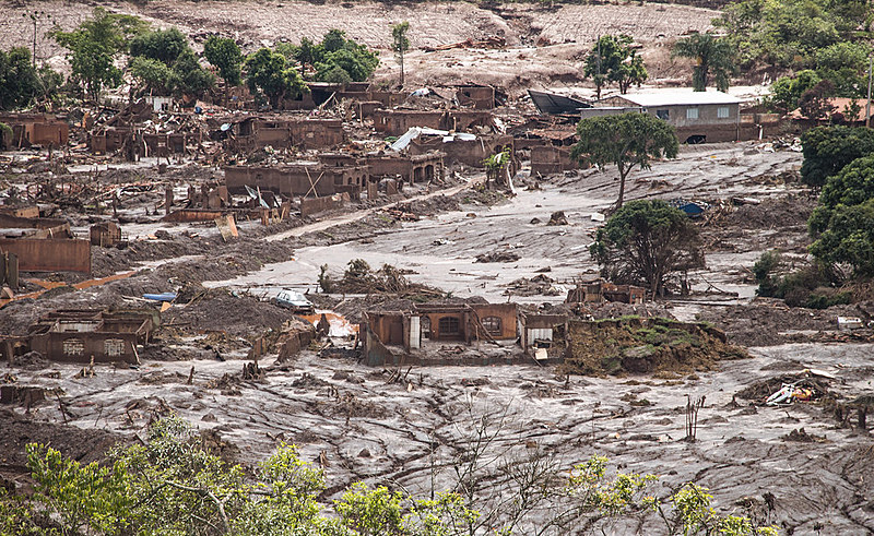 O rompimento da barragem de Fundão (MG) matou 19 pessoas e contaminou três rios - Gualaxo do Norte, Carmo e Doce - antes de chegar ao mar