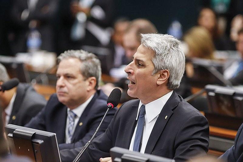 Em nova sessão, comissão que avalia reforma iniciou debate sobre parecer da proposta nesta quinta (13)