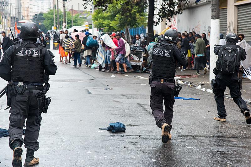 """Mais de 500 homens da Polícia Civil trabalharam na ação que tinha como objetivo acabar com o chamado """"fluxo""""."""