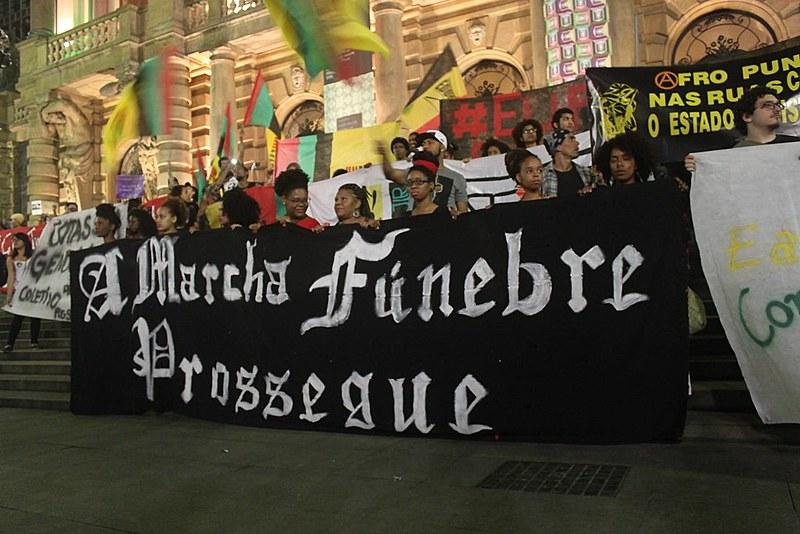 Marcha contra o genocídio da juventude negra na Avenida Paulista, em 2014