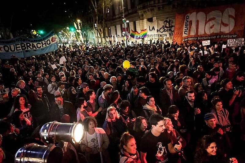 Manifestações contra visita de Bolsonaro ao país começaram na tarde desta quinta-feira (6) na capital do país, Buenos Aires