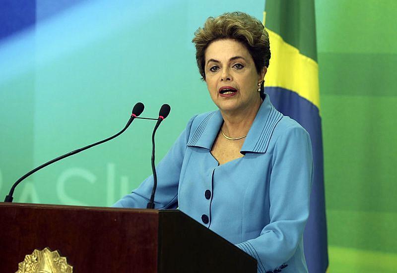 """""""Ao contrário do que anunciaram, nós não estamos no fim, mas só no início da luta"""", diz Dilma"""