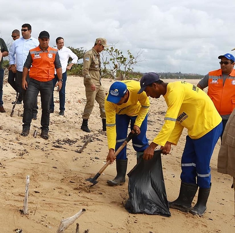 Só no sábado, foram retiradas 30 toneladas de óleo das praias pernambucanas