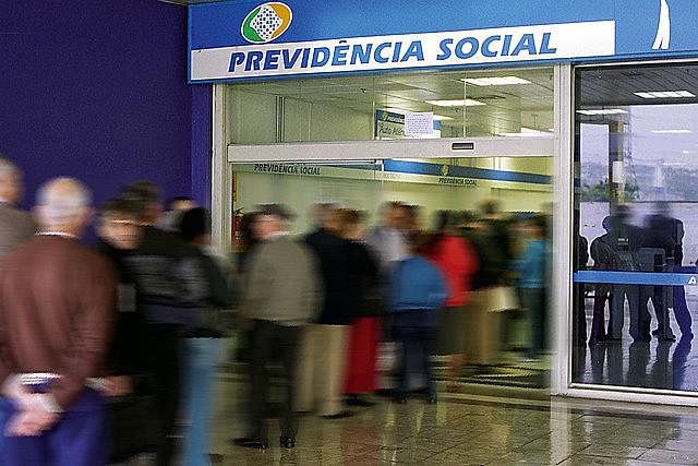 Reforma retira direitos fundamentais de mais de 100 milhões de brasileiros
