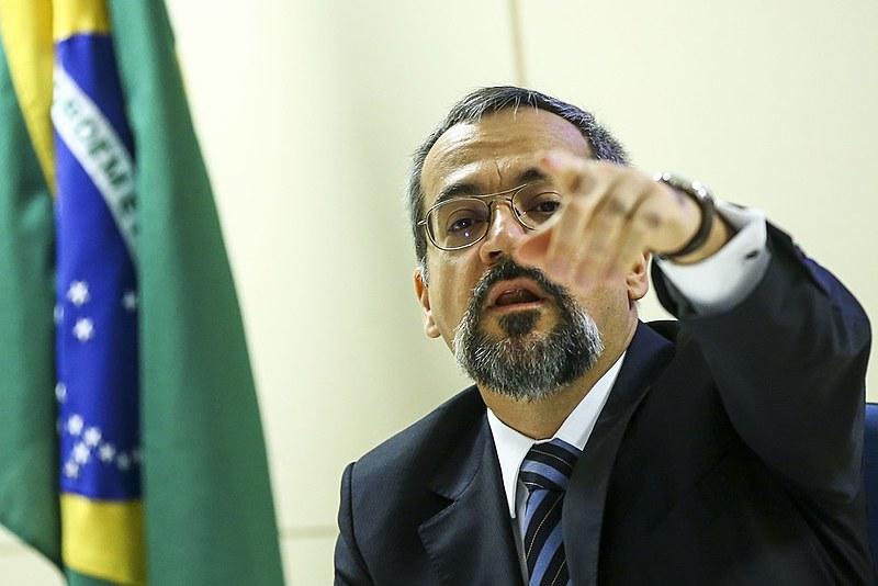 O ministro da Educação Abrahan Weintraub, um dos responsáveis pelos cortes