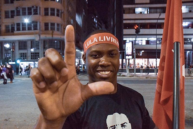 """O """"Boa noite, presidente Lula"""", na praça da República, no centro de São Paulo"""