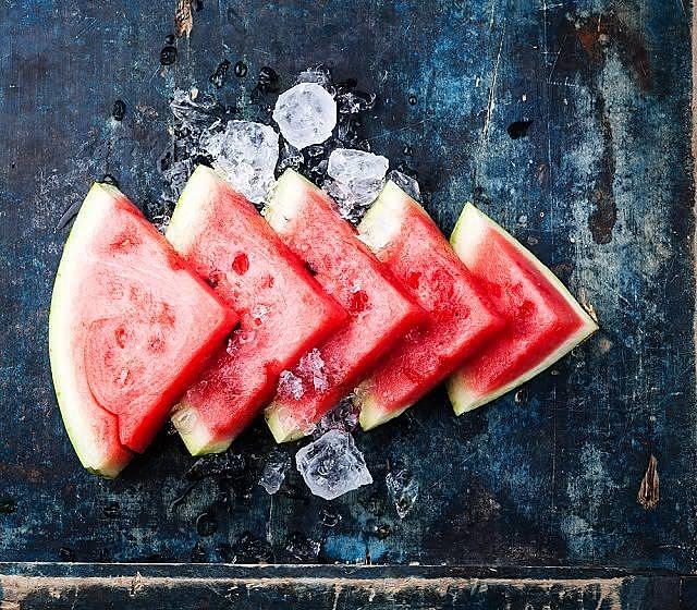 A melancia é composta por 92% de água, com 31 calorias a cada cem gramas