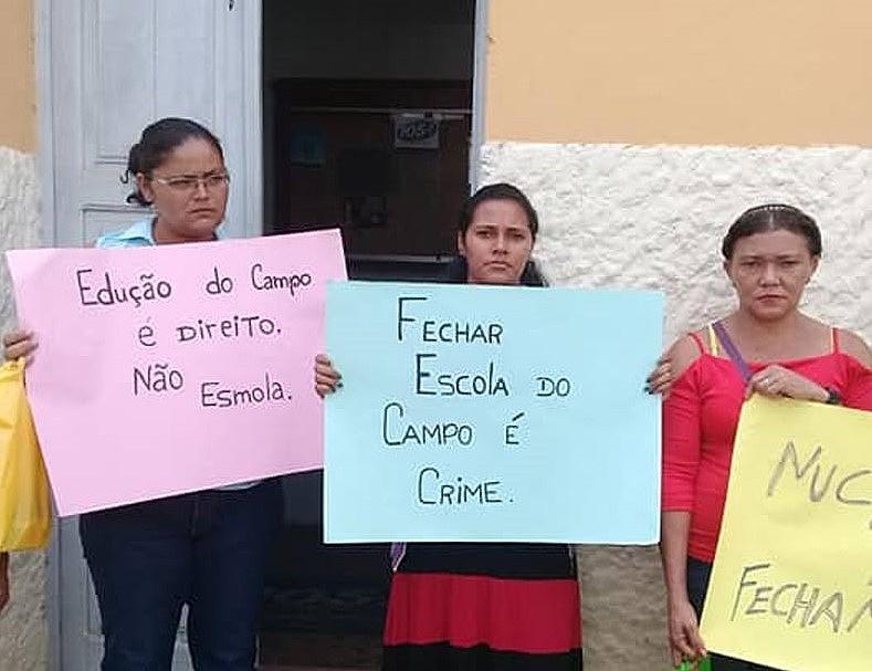 Mães de alunos da Escola Fundamental Maria Emília na área rural de Areia na Paraíba, estiveram à frente da luta pela reabertura do colégio.