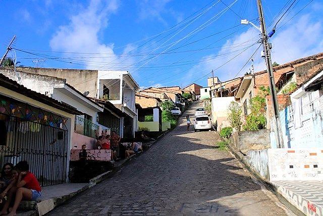 """""""Agora, não consigo encontrar uma casa que caiba nós quatro e que custe R$ 1 mil"""", afirma moradora do Mutange"""