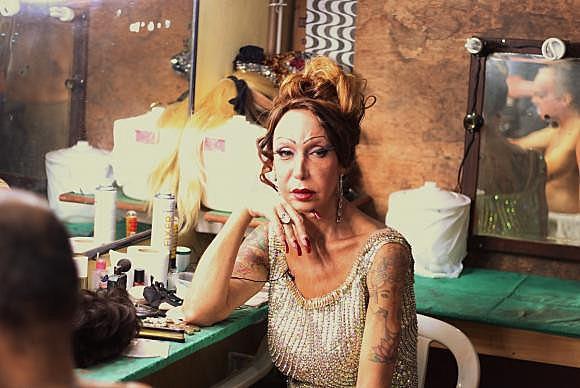"""O filme Luana Muniz- Filha da Lua conta a vida e o trabalho social da travesti conhecida como """"a rainha da Lapa"""""""