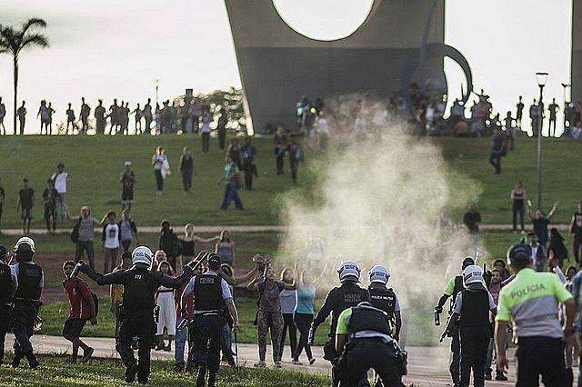 Los manifestantes denunciaron el bloqueo de vías de acceso al Congreso Nacional durante todo el día.