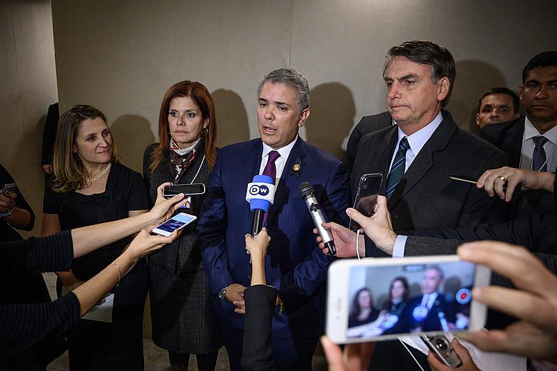 """Para Júlia Lima, da Artigo 19, Bolsonaro não apenas tenta deslegitimar o trabalho sério da imprensa mas também cria uma """"cortina de fumaça"""""""