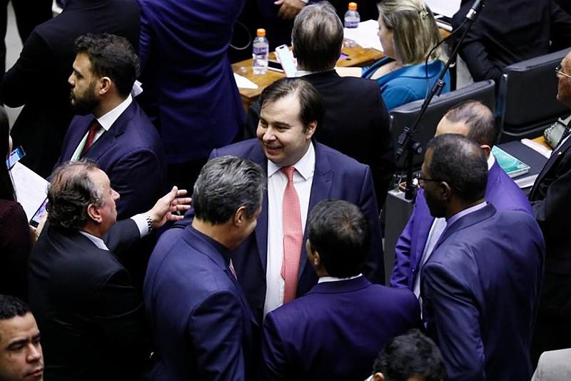Presidente da Câmara, Rodrigo Maia (DEM-RJ),  e parlamentares durante sessão de votação dos destaques da reforma