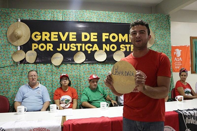 A caravana chegou até o acampamento onde acontece a greve de fome por Justiça no STF