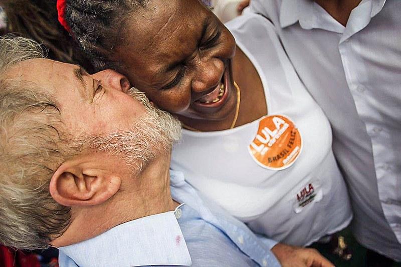 """""""O estudo é a garantia de independência, principalmente para as mulheres"""", disse Lula."""