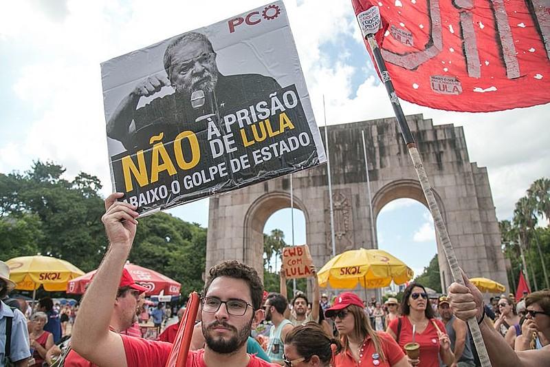 Ato realizado em Porto Alegre dia 14 de janeiro em defesa de Lula